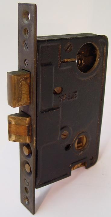 mort lock yoke screw - closeup 2.jpg