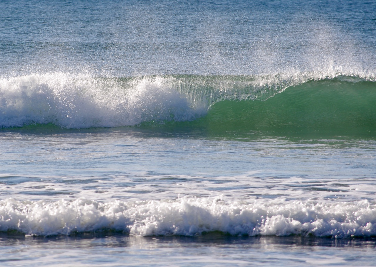 Waves at newport.jpg
