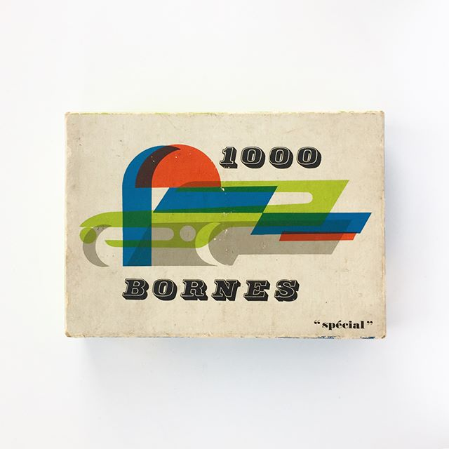 Anyone ever play Mille Bornes? I played this game a lot as a kid, and after a few years of on and off searching I finally found a copy of this 1960 special edition illustrated by Pierre Praquin! It's just so dang cool to look at. 🎲
