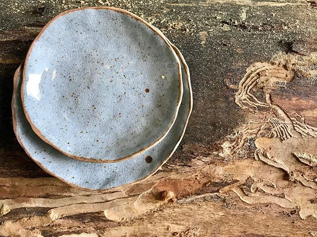 New pieces from a reduction firing in the @makerspaceandco gas kiln turned out a crackly speckled egg soft grey blue