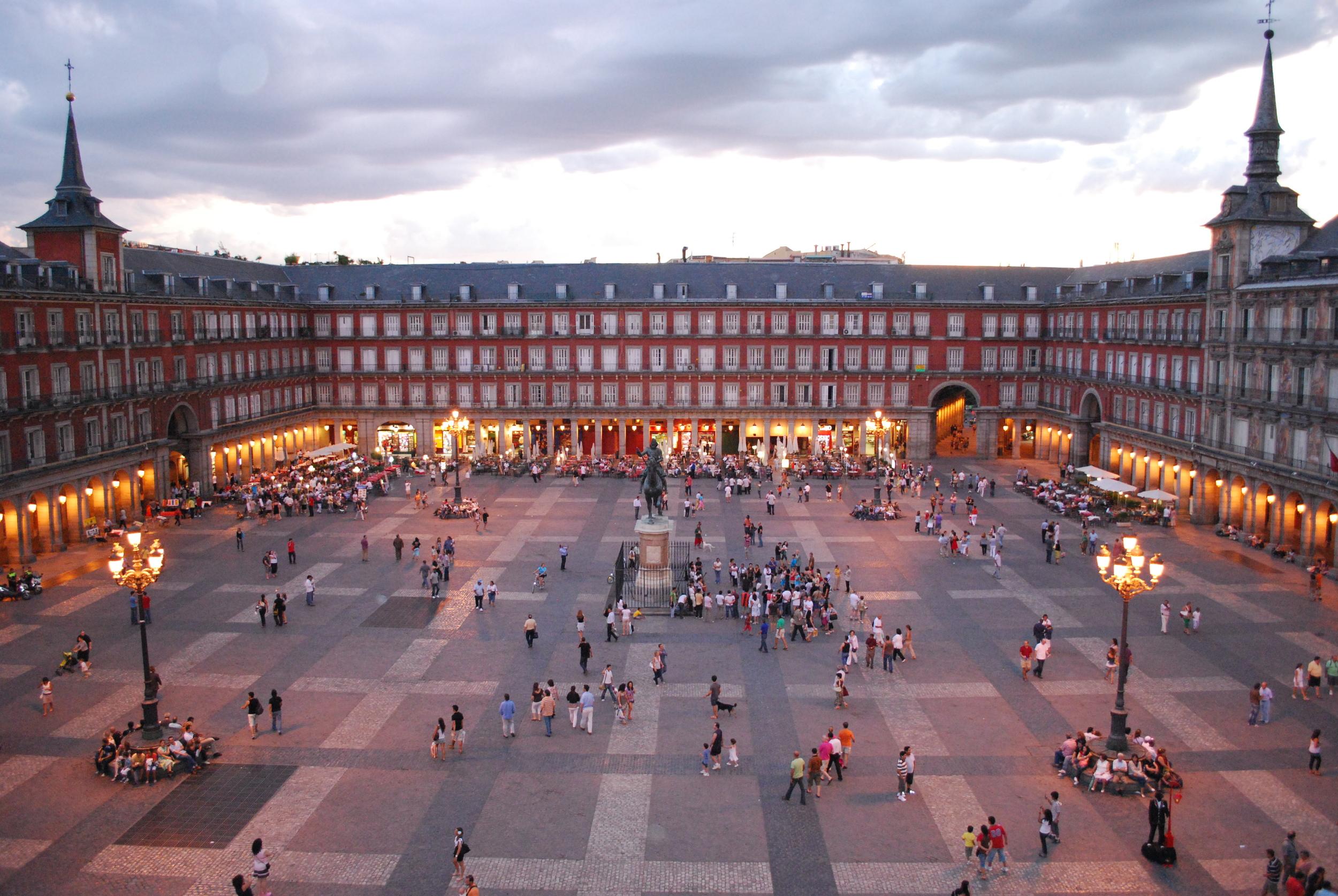 Plaza Mayor De Madrid, Spain (Source: Wikimedia Commons)