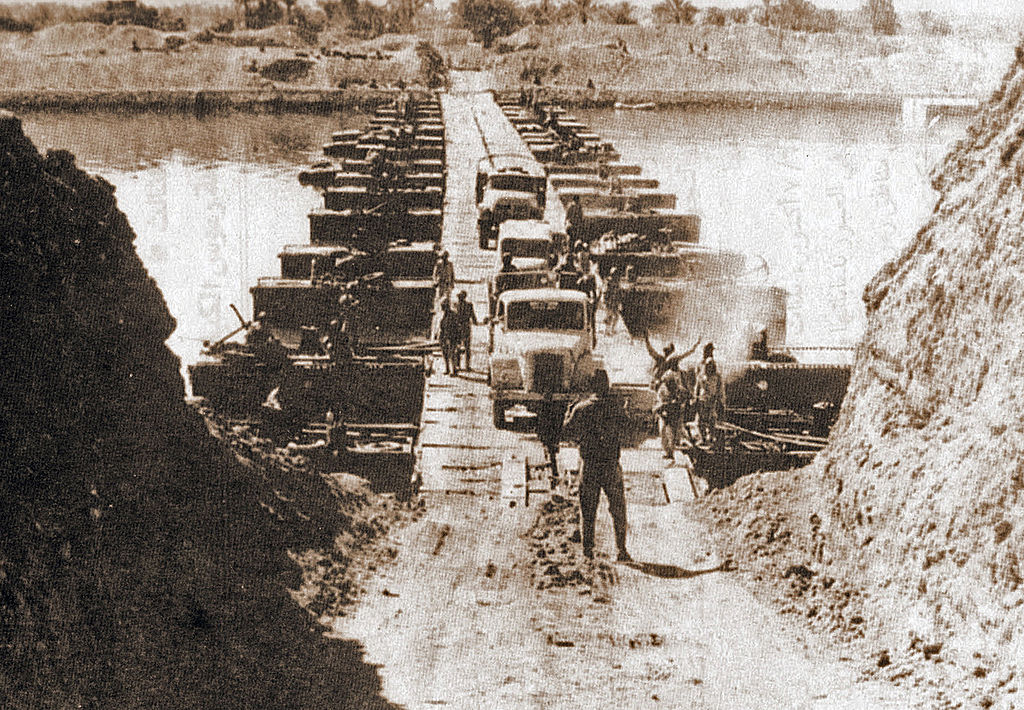 Egyptian forces crossing the Suez Canal on October 7 (Source: Wikimedia Commons)