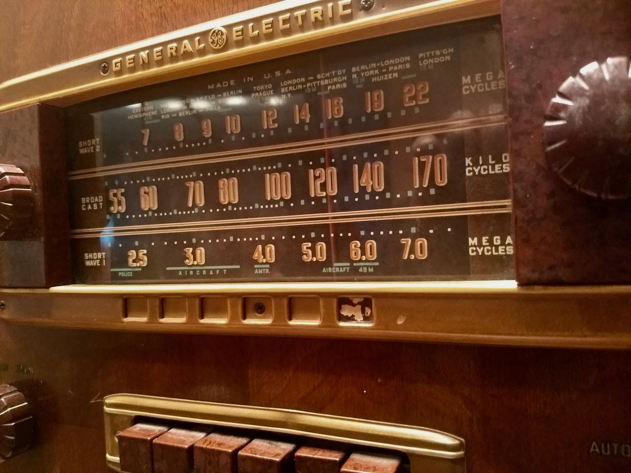 General-Electric-Vintage-Radio-Dial.jpg