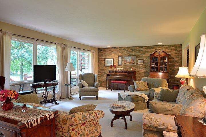 livingroom1emailcai.jpg