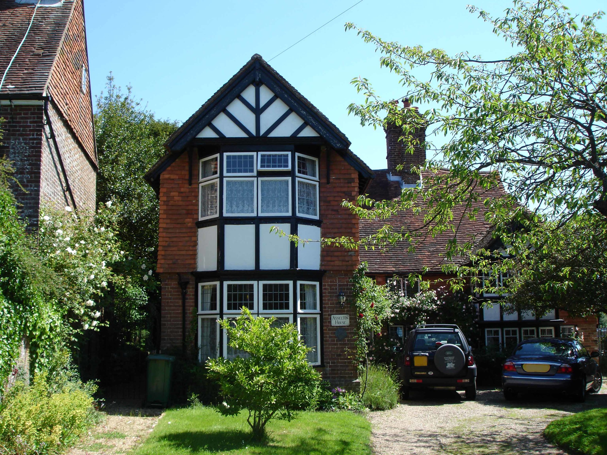 Asselton House is aGrade II listed Property in Sedlescombe