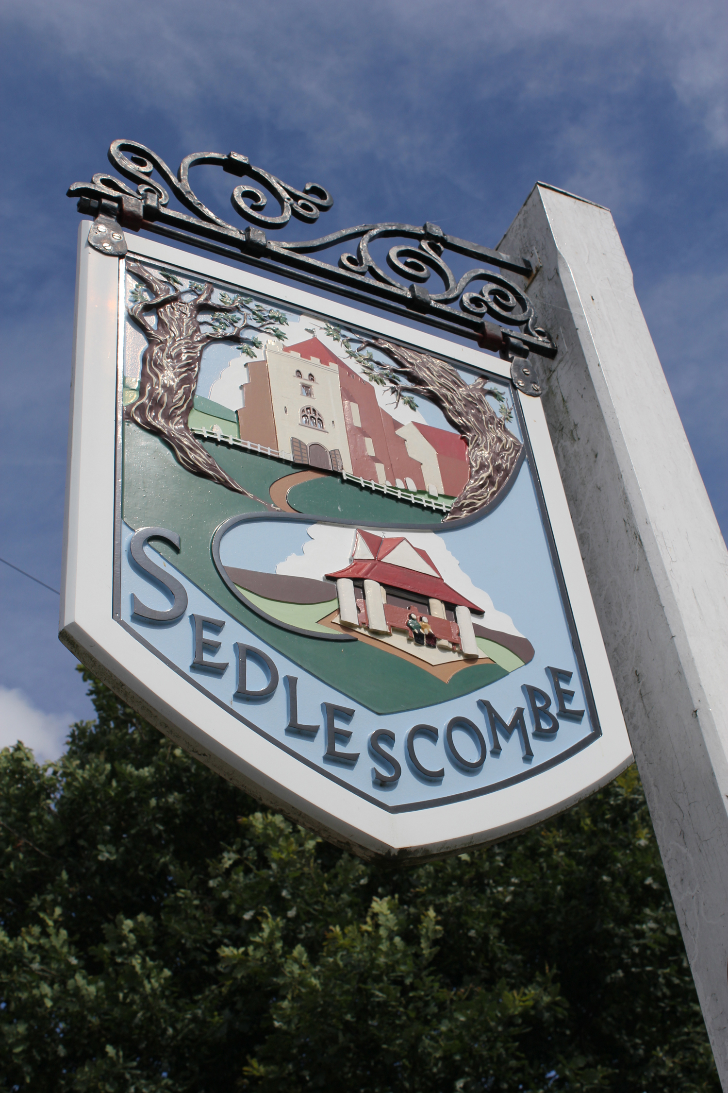Sedlescombe village sign.jpg