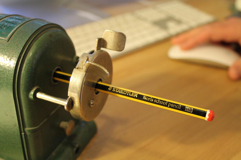 Crank pencil sharpener with keyboard