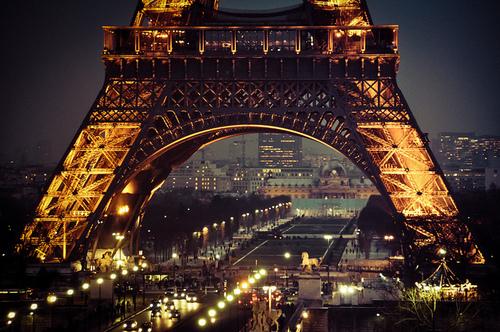 eiffel-tower-at-night-wallpaper-tumblr.jpg