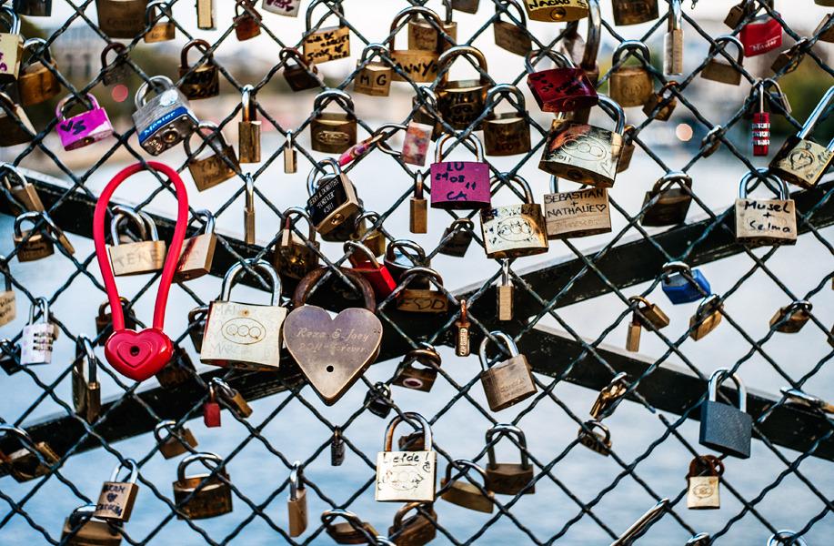 Pont-des-Arts-Paris-France-Love-Locks-photo-by-Jonathan-Savoie_1200.jpg