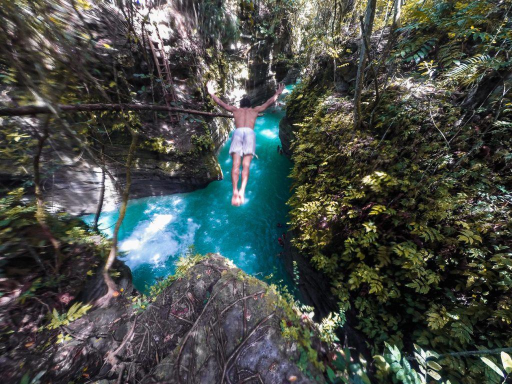 kawasan-falls-cebu-canyoneering-0121629-1024x768.jpg