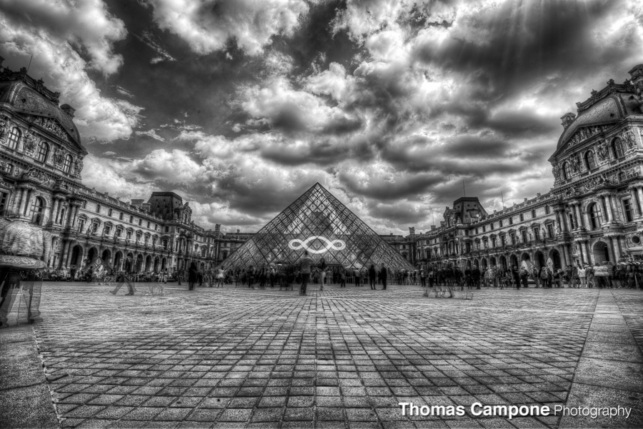 The Louvre  1/200 Sec - f11 - ISO 100 - 16mm (HDR)