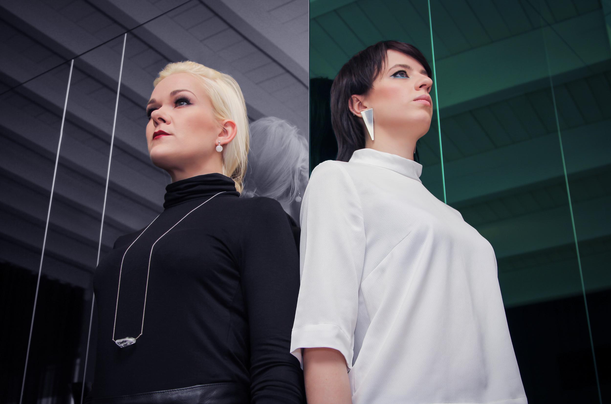 Reelika Ranik (left) and Katrin Kvade (right). Jewellery: New Vintage By Kriss
