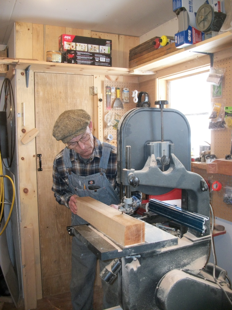 Roughing out a spoke on the bandsaw removing excess wood.