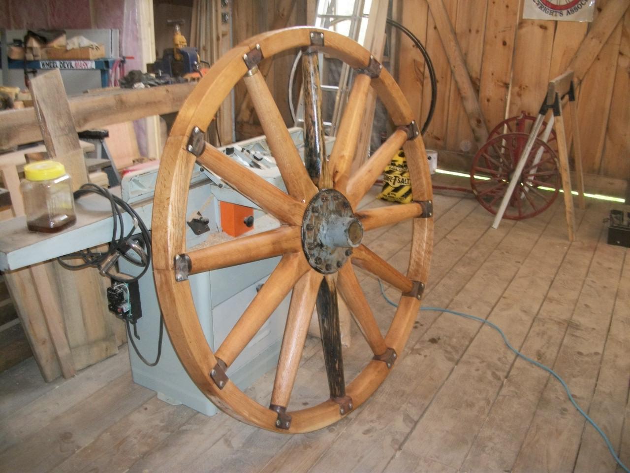 Sampson on cannon wheel 012.JPG