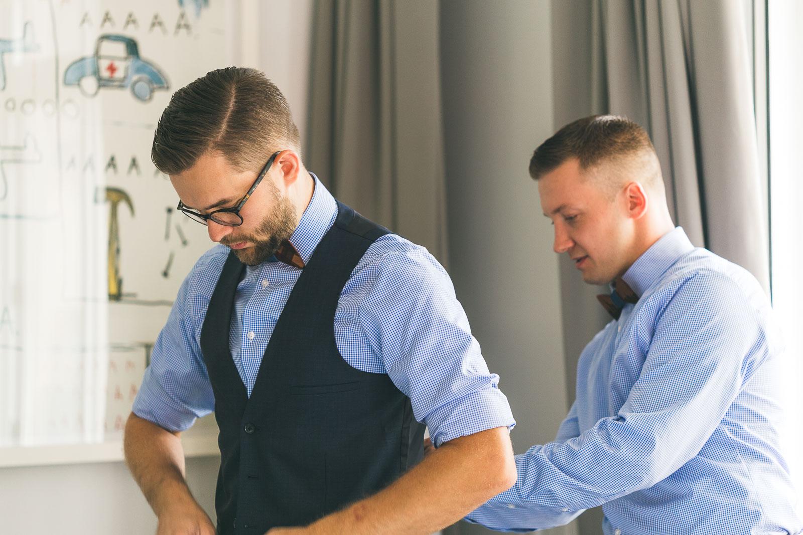 Groom helps grooms man
