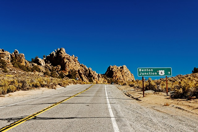 Photo of desert highway near Benton, CA. Image by  SofieLayla Thal  from  Pixabay
