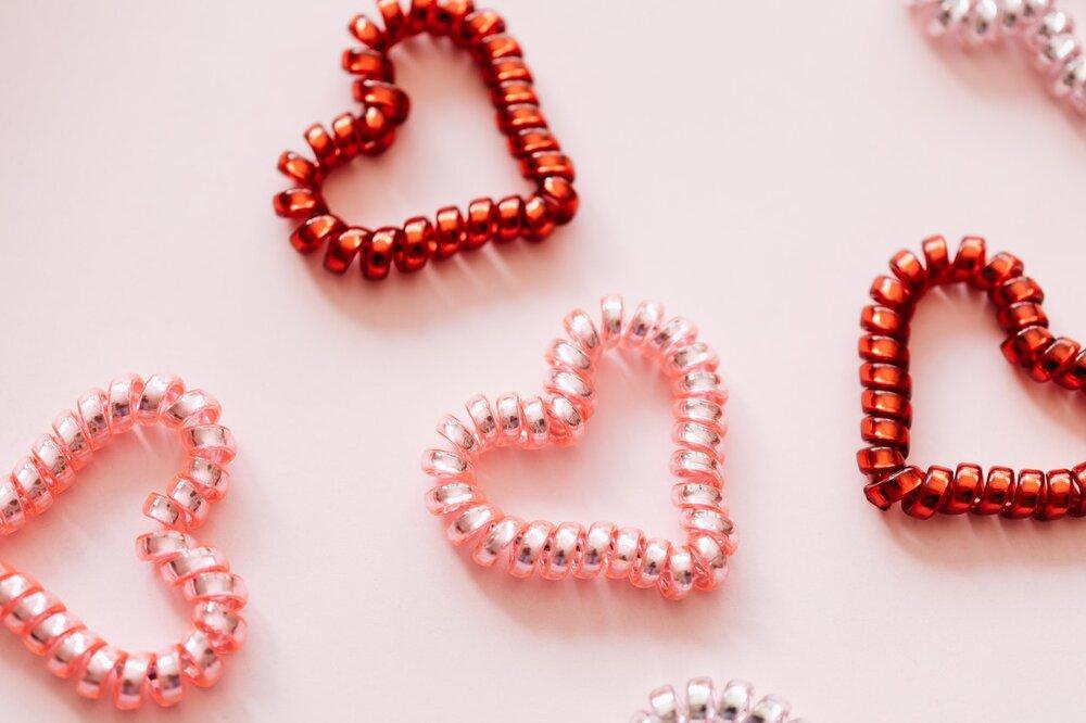 Photo of four heart shaped coils up close by Karolina Grabowska from Pexels
