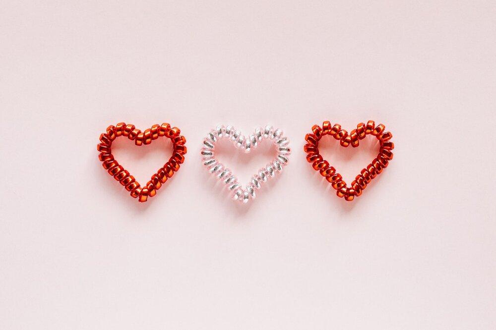 Photo of three heart shaped coils in a row by Karolina Grabowska from Pexels