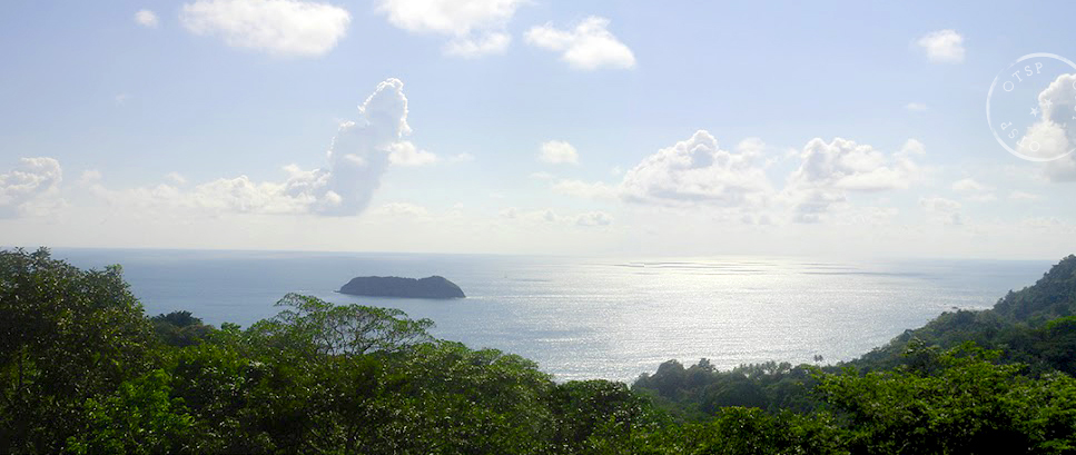 Gorgeousamente post hike view from  El Avion Bar  in  Manuel Antonio , Costa Rica - photo via Mu-Hsien