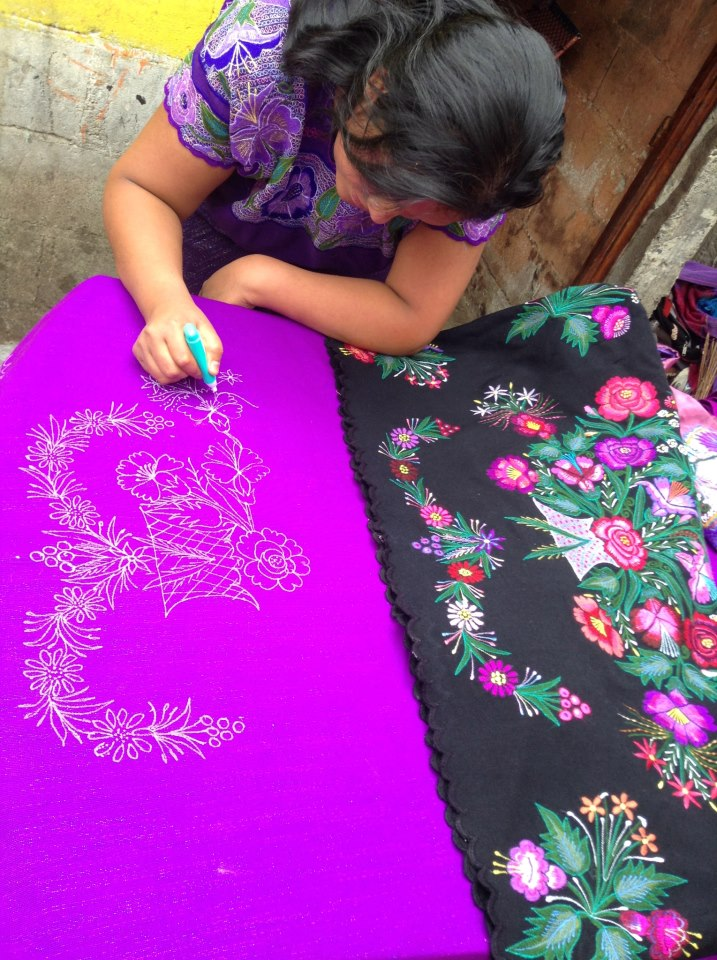 artisan_in_chiapas_mexico_courtney_lindahl_onthesamepageblog