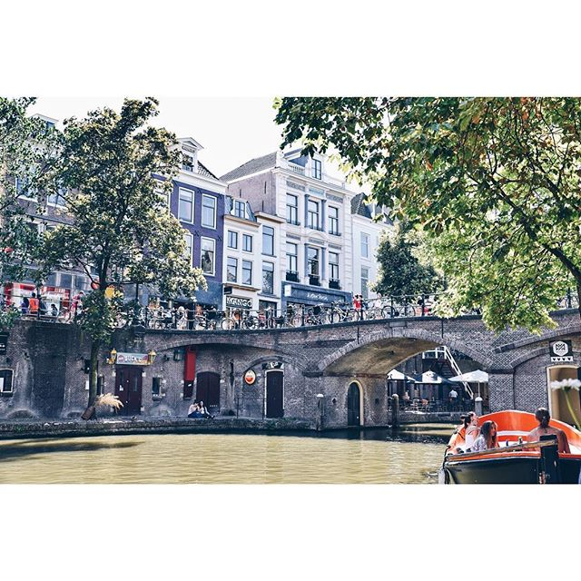 U t r e c h t 🧡 Remembering our #daytrip and sips on the canal... . . . . #takemeback #takemebackplease #touristlife #lovewhereyoulive #exploreyourbackyard #travelmindset #trynewthings #livewell #livelikeyouretraveling #adventureinspired #livefull #travelinspired #exploremore #passionpassport #lifeofadventure #sweetescape #livethelittlethings #globalcitizen #welltraveled #trytheworld #visualsoflife #wander #goodforthesoul #utrecht #netherlands #theartofslowliving #chicagogrammers