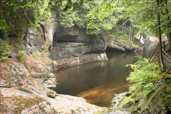 Natural Stone Brideg and caves: A fun place to cool off and enjoy nature's air conditioning. There are self-guided tours, swimming, and a well-stocked rock shop. There are several miles of hiking paths, too, all included in the admission