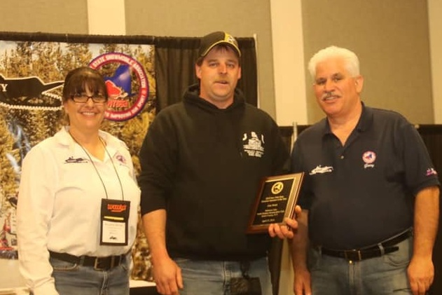John Welch (center) Groomer of The Year at the 2019 NYSSA Conference and Educational Forum