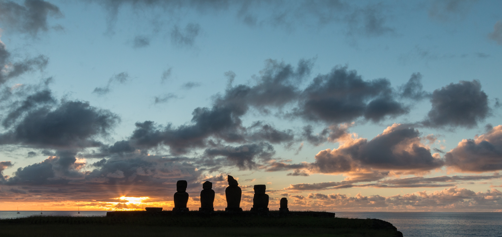 Moai sunset.jpg