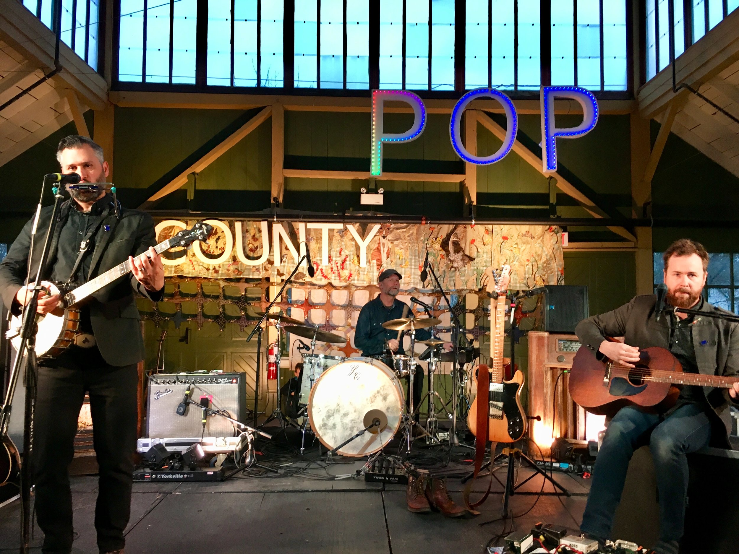 Above: Art On Stage,  Meadow Life  at County Pop 2018 with headliners, ELLIOTT BROOD. Photo by Suendrini