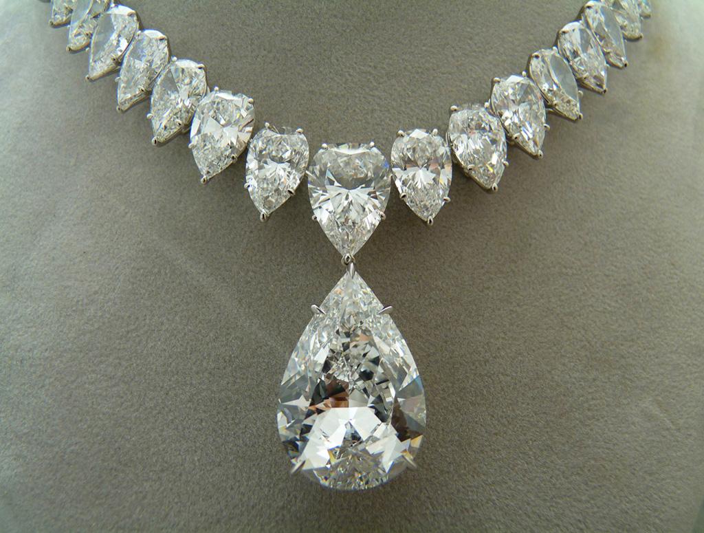 Pear_Shape_Diamond_Necklace.jpg