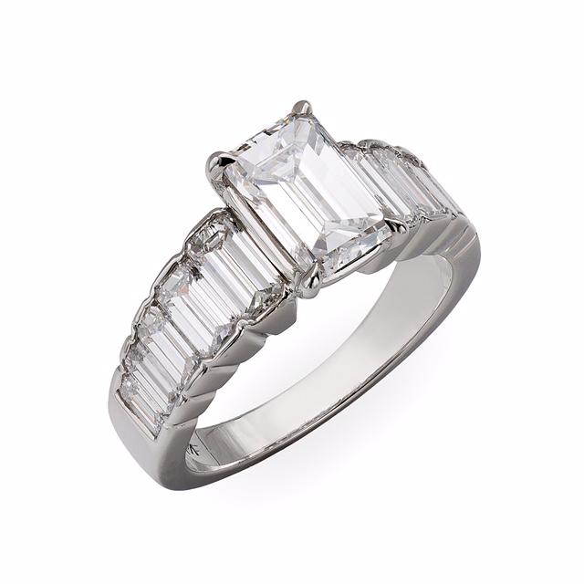 Emerald_Cut_diamond_ring