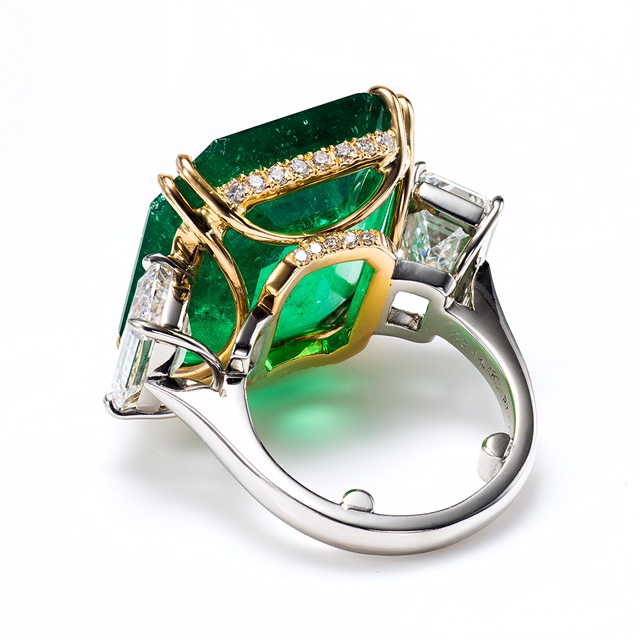green_emerald_ring.jpg