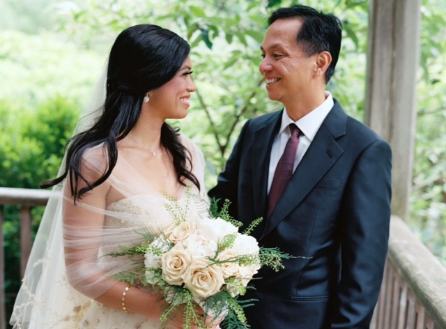 bride_with_her_father.com