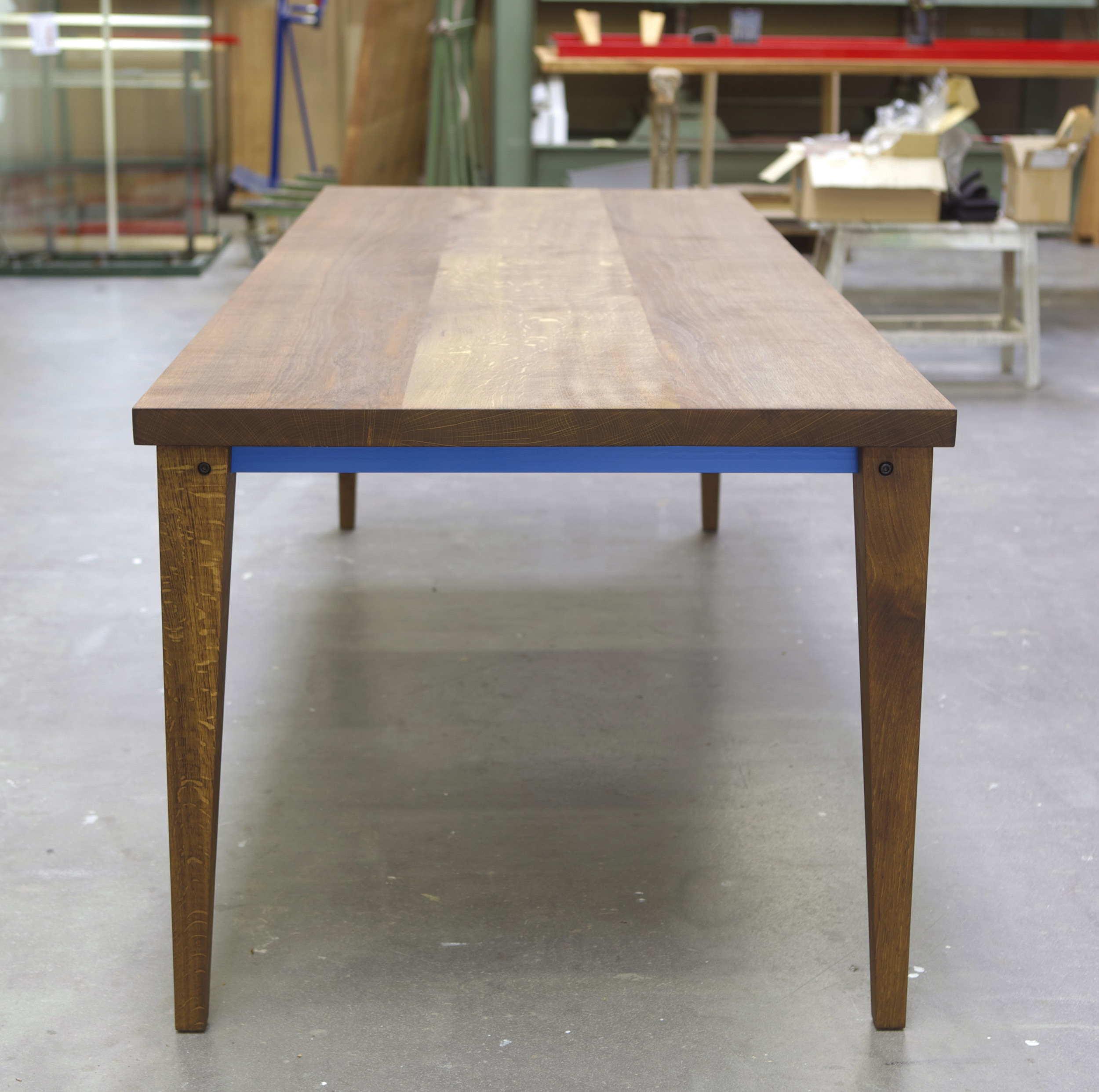 Tisch dunkel gelaugt Front Quadrat.jpg