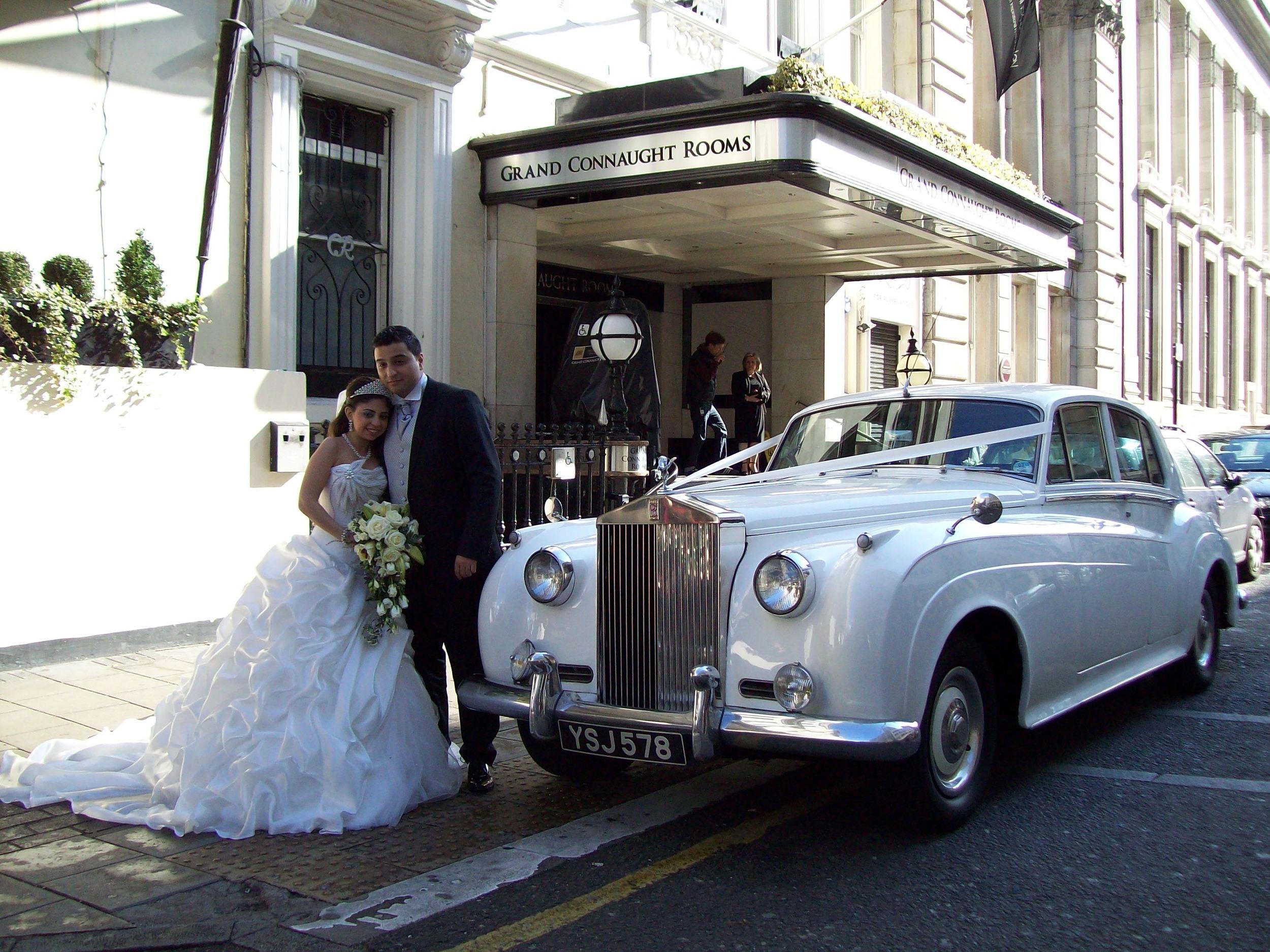 White Rolls Royce Silver Cloud London