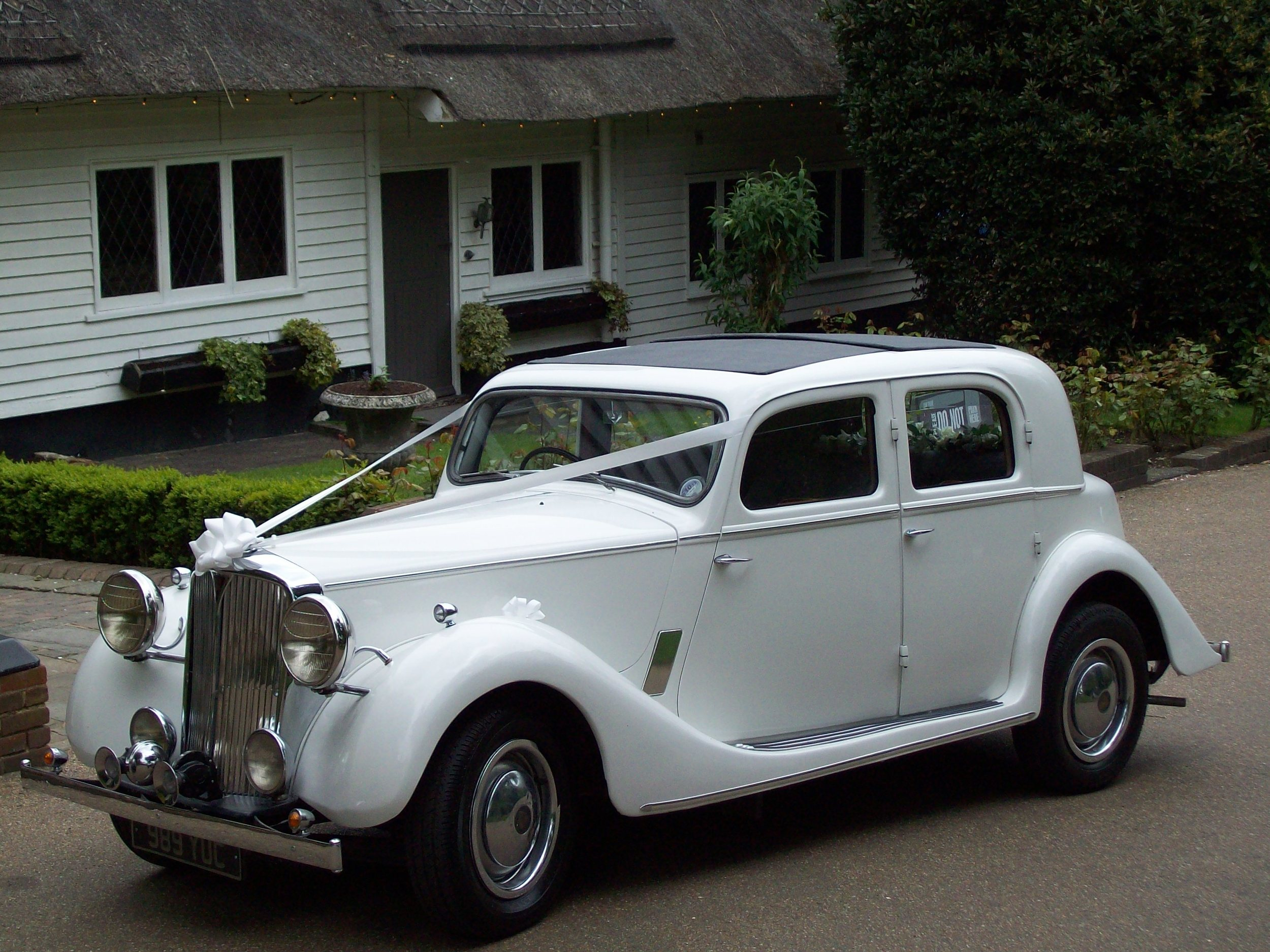 vintage wedding car.JPG
