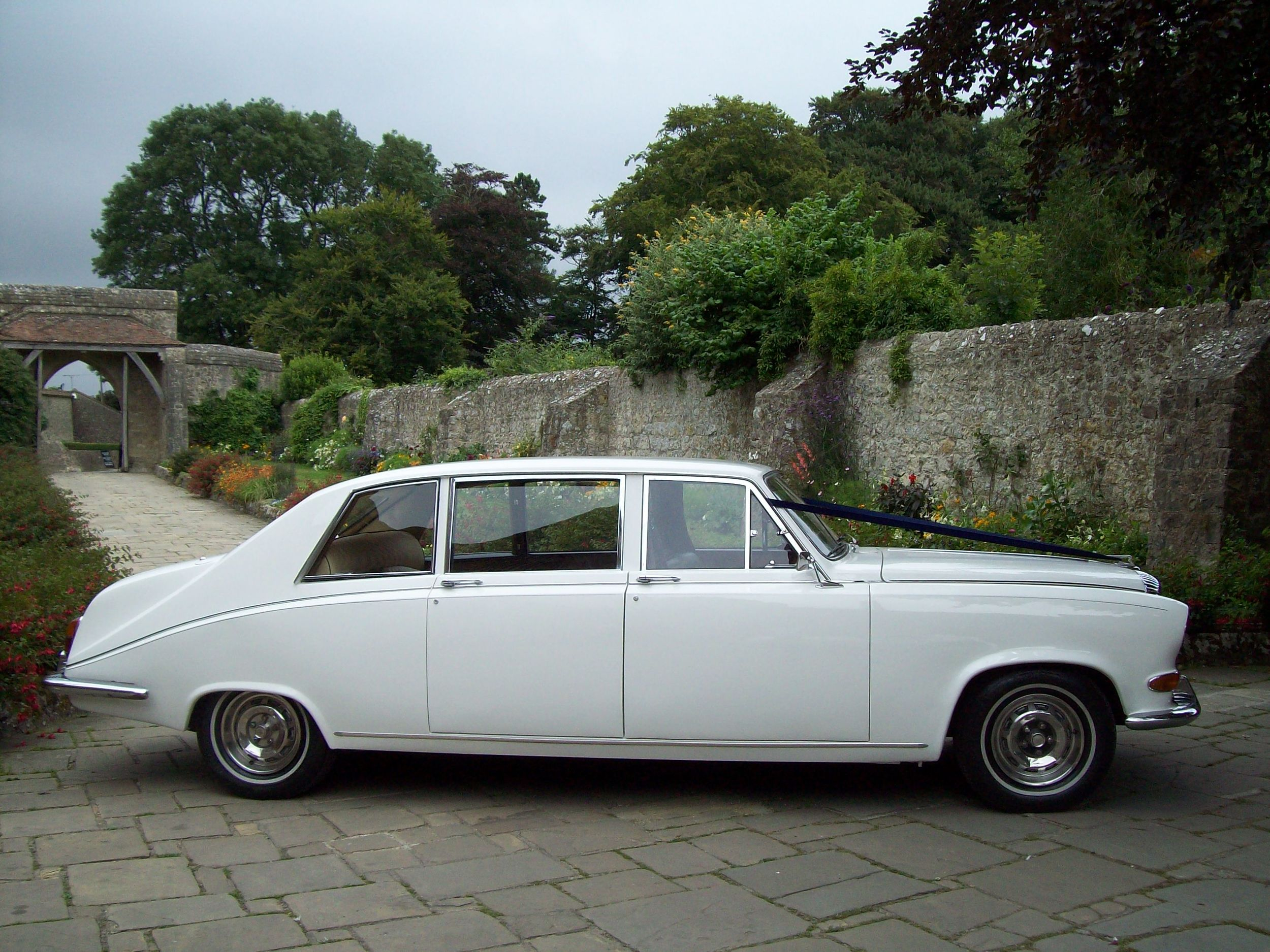 White Daimler DS Limousine 7 seats  Popular