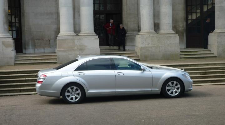 Mercedes S Class limousine.jpg