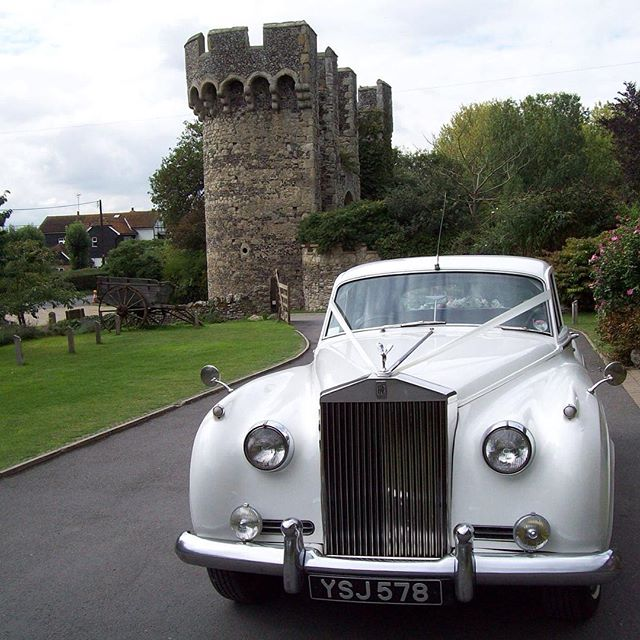Rolls Royce Silver Cloud for your wedding? #weddingday #weddingplanner #weddingphotographer #weddingideas #weddingblog #kentbride #kentwedding