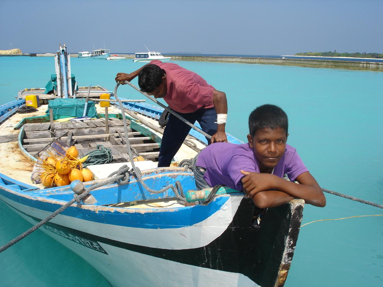 Eydafushi and Miriyandhoo with Seeza Dec 2006 167.jpg