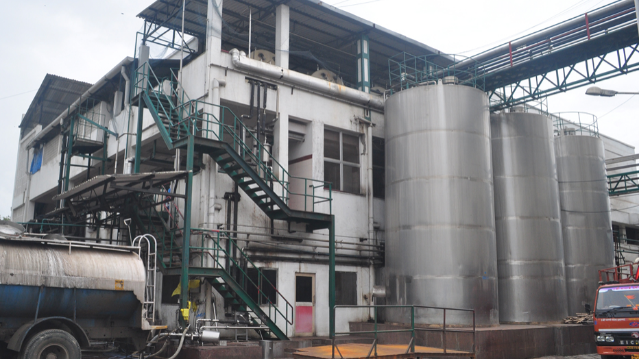 Igloo Dairy : Vashi Unit #1. Silos allowing for standardization of 60 KLbatches ensure prompt unloading of incoming tankers and a consistent product.