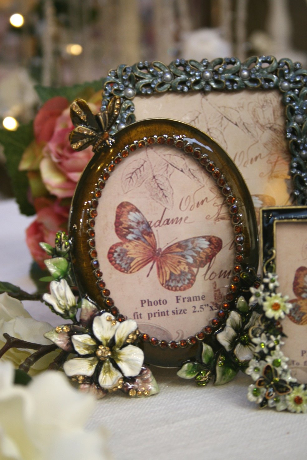 Bejewelled Oval Photo Frame €26.00