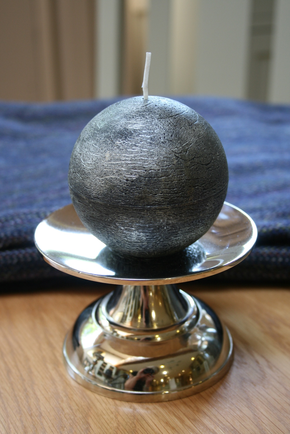 Candle Holder (Round/Small)  € 9.00 ( Round Candle €4.50 )
