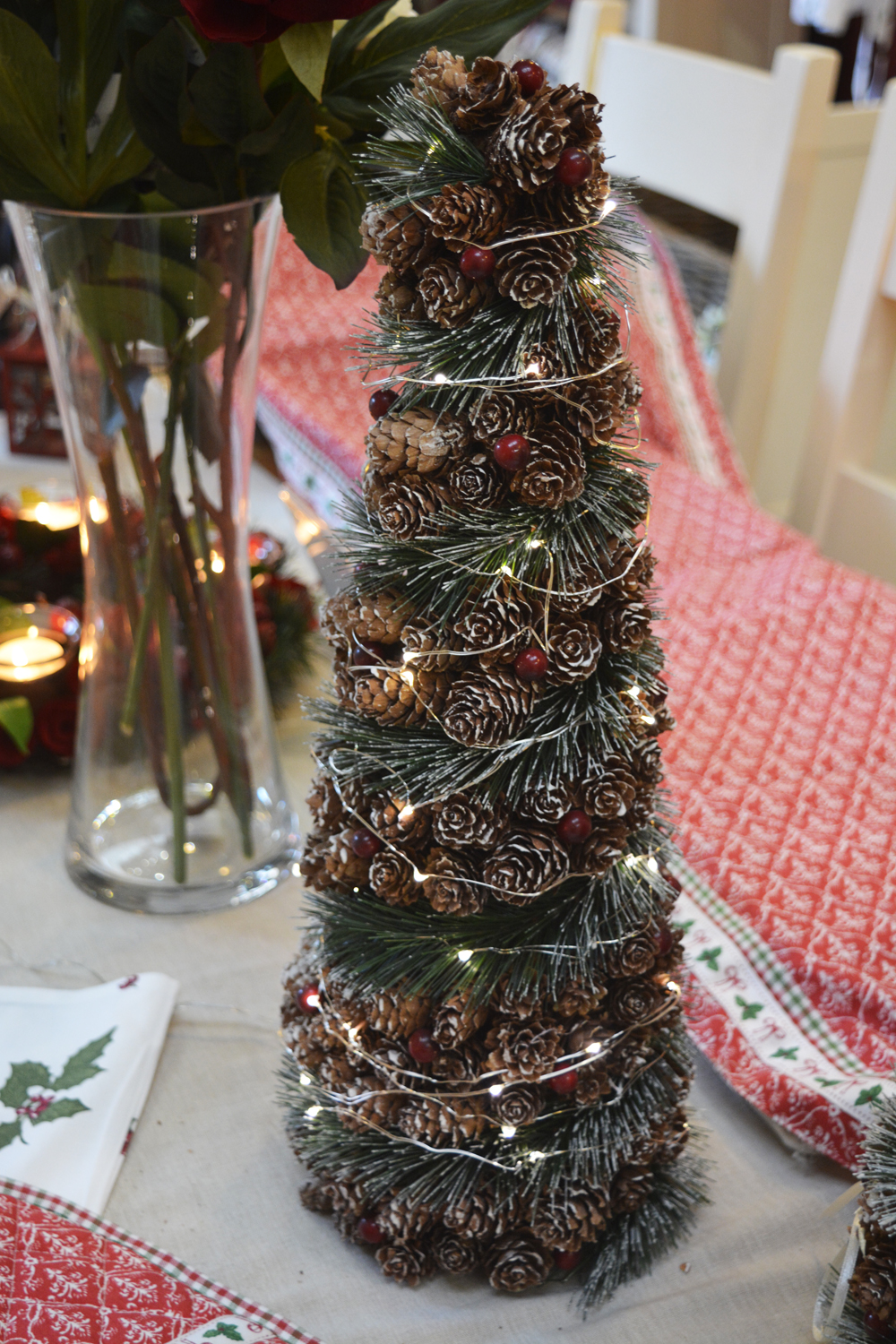 Tree Ornament with Pinecones  €29.00