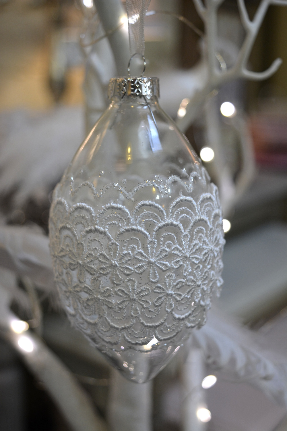 Glass Bauble with Lace  €4.50