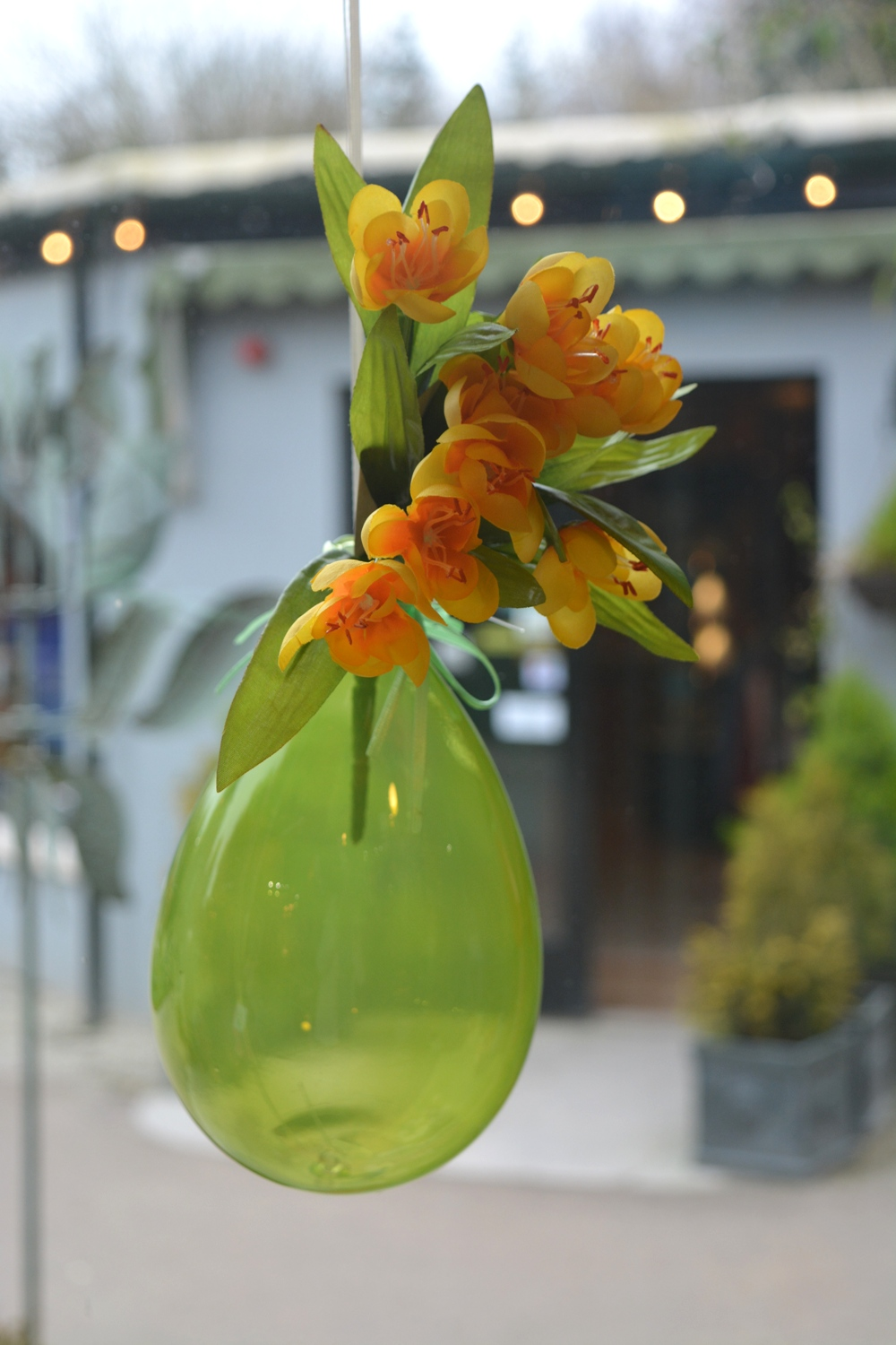 Green Hanging Ornamental Glass Vase/Balloon  €13.90