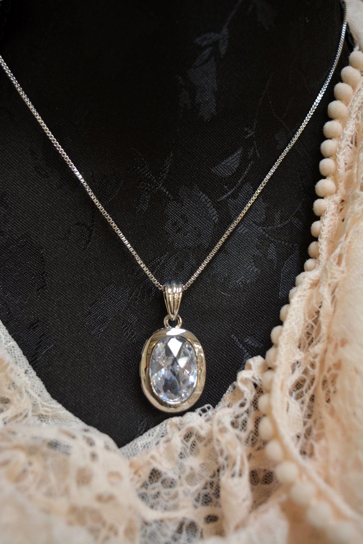 Oval Sparkle Necklace ~ €15.00