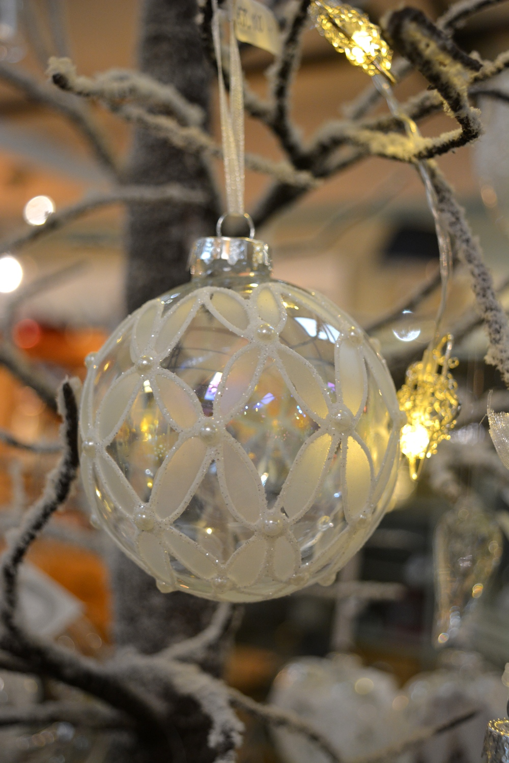 Pearl and Glass Bauble - €3.10