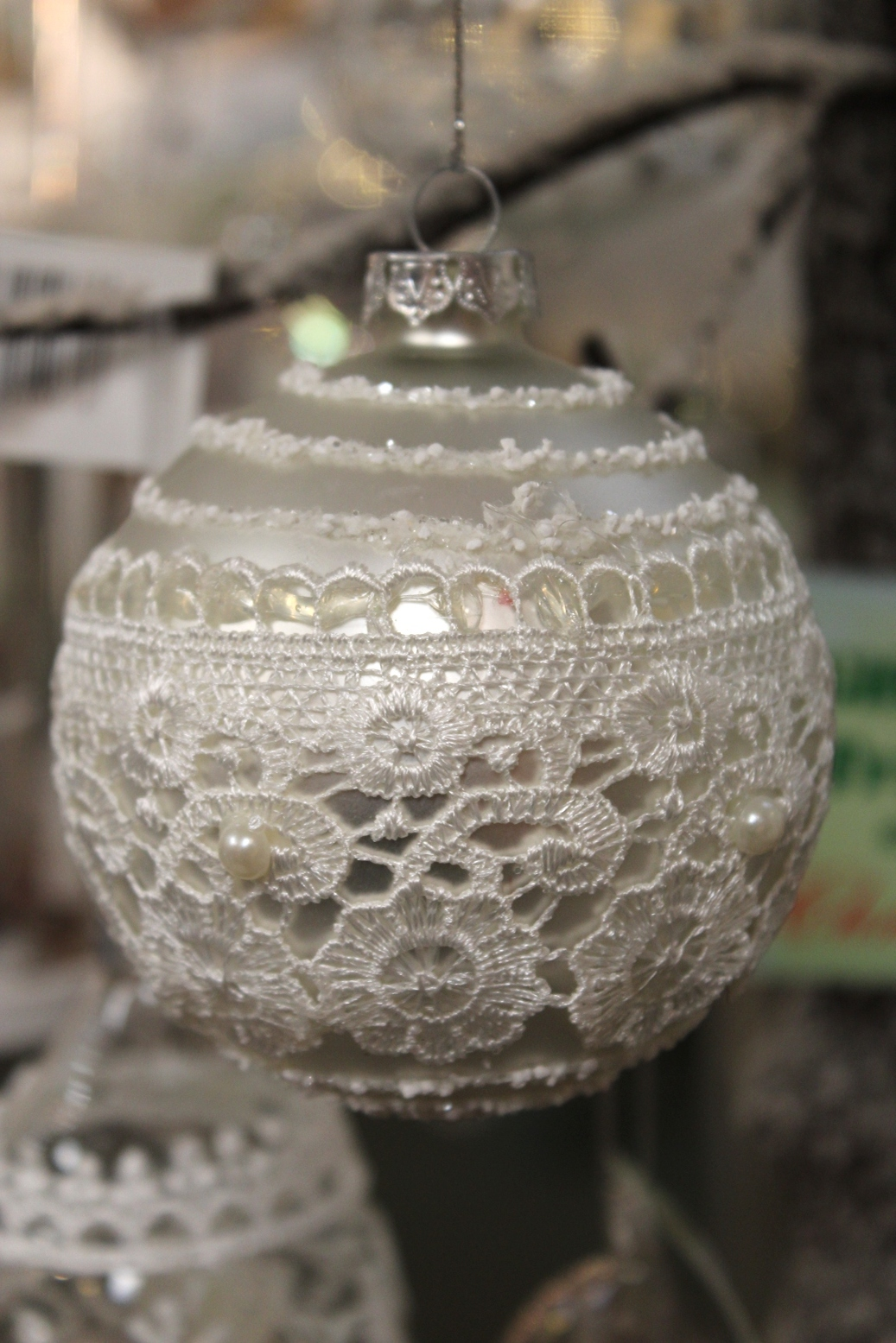 White Lace Bauble - €3.95