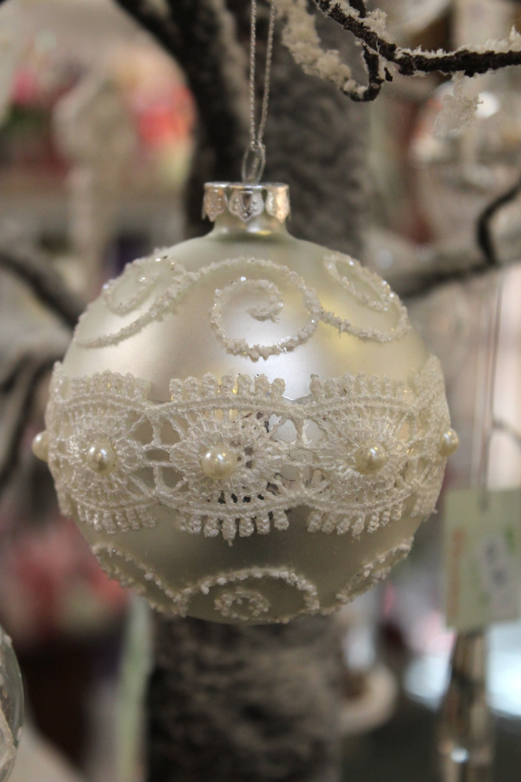 Lace Strip Bauble - €3.95